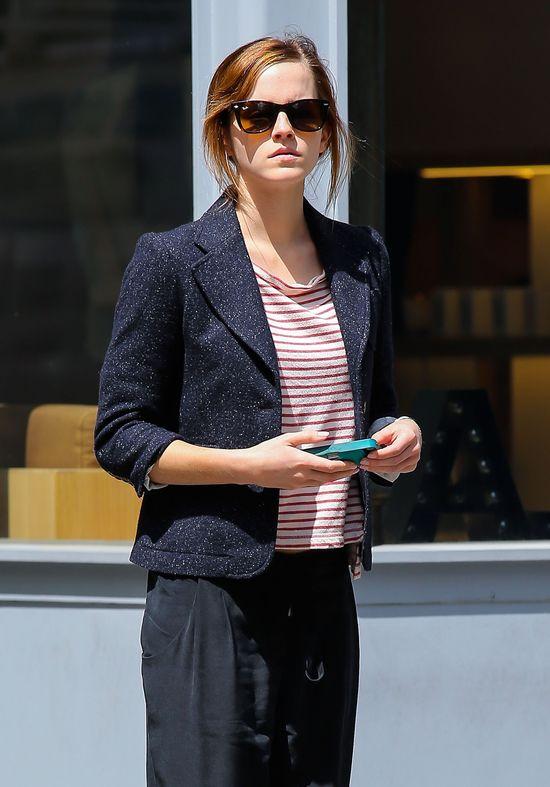 Emma Watson w oxfordach od Chloé i Ray-Banach (FOTO)