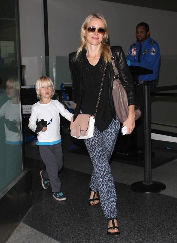 Gwiazdy na lotnisku w codziennych stylizacjach (FOTO)