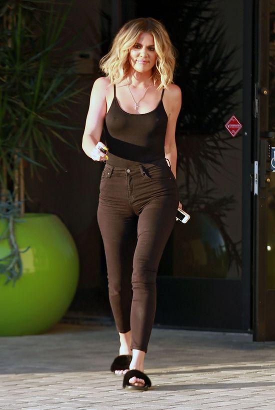 Nie uwierzycie jak drobna zrobiła się Khloe Kardashian! (FOTO)