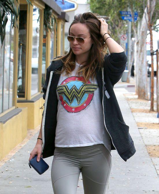 Olivia Wilde bez makijażu i w obcisłych spodniach (FOTO)