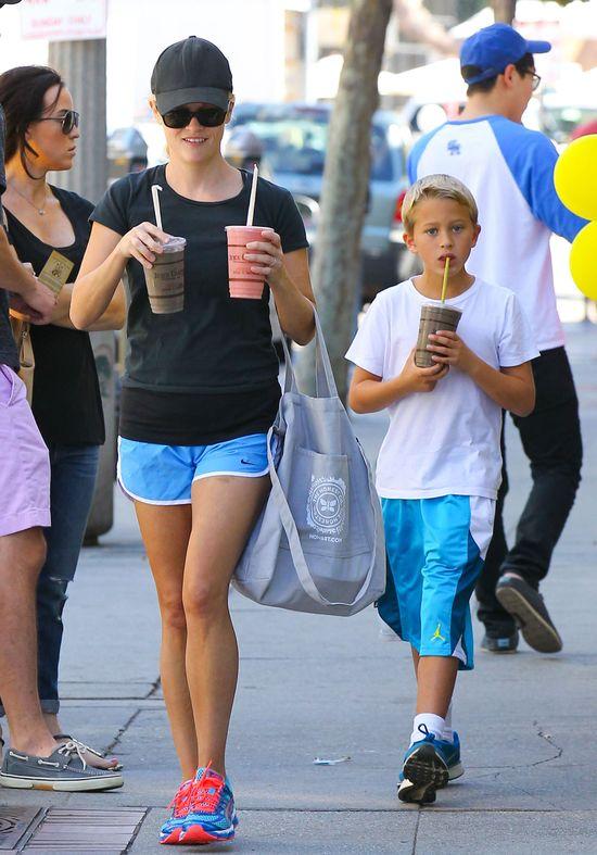 Resse Witherspoon z torebką od Jessiki Alby (FOTO)