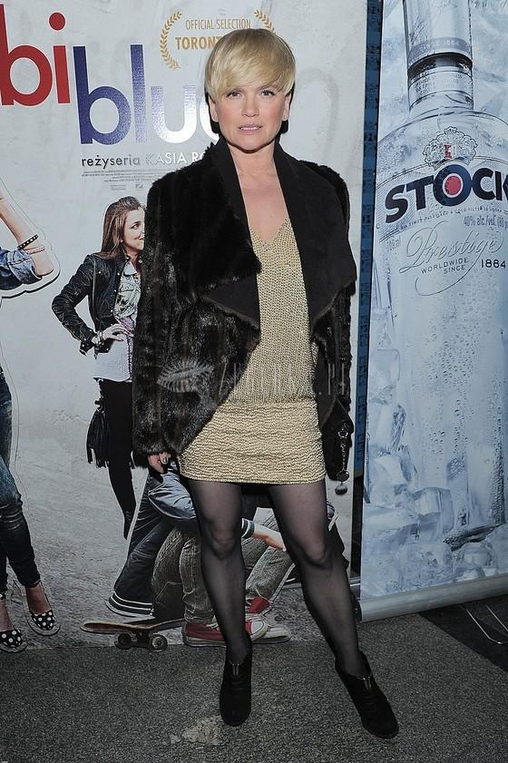 Katarzyna Figura w krótkiej sukience na premierze Bejbi Blue