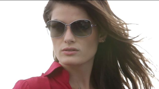 Isabeli Fontana twarzą Vogue Eyewear (VIDEO)