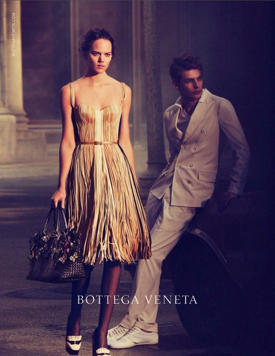 Freja Beha Erichsen w kampanii Bottega Veneta