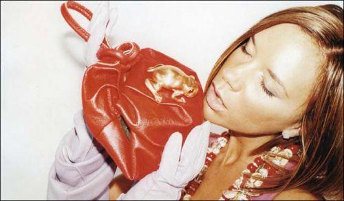 Victoria Beckham całuje żabę