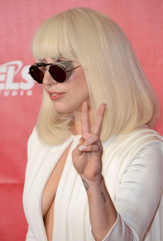 Lady Gaga na okładce  marcowego Harper's Bazaar (FOTO)