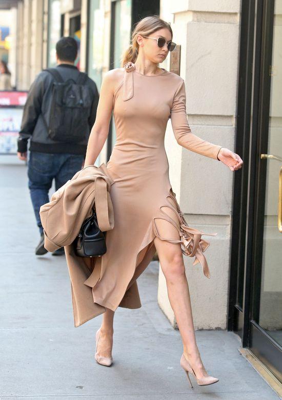 Gigi Hadid pokazuje, jak nosić beżowe stylizacje na wiosne 2016