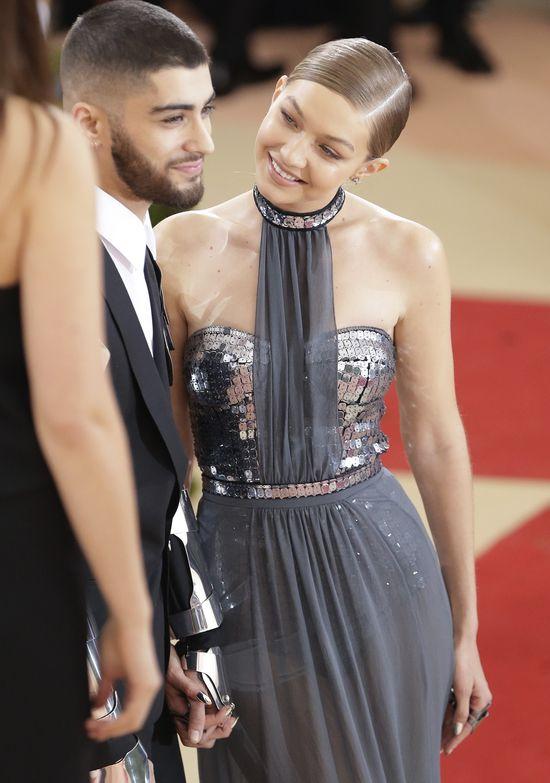 Gigi Hadid zmysłowa i... urocza na Gali MET 2016