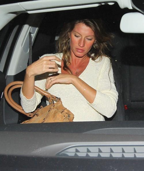 Ciężarna Gisele Bundchen przesadziła z opalaniem (FOTO)