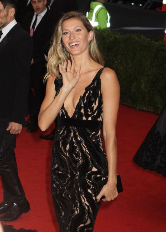 Gisele Bundchen świetuje 20-lecie kariery okładką Vogue'a