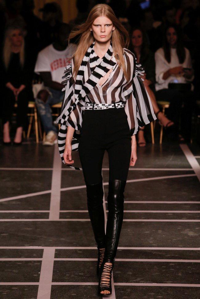 Biel i czerń na pokazie wiosennej kolekcji Givenchy