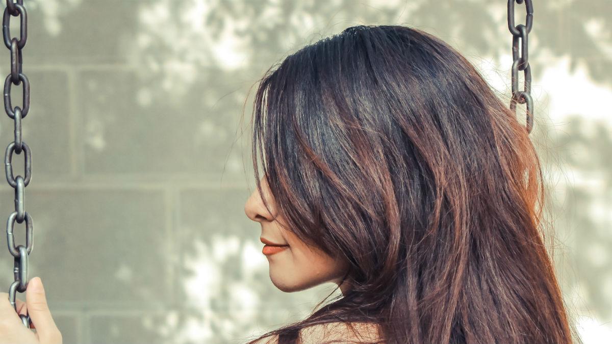 Niesamowicie proste sposoby na to, by włosy wreszcie były gładkie i lśniące