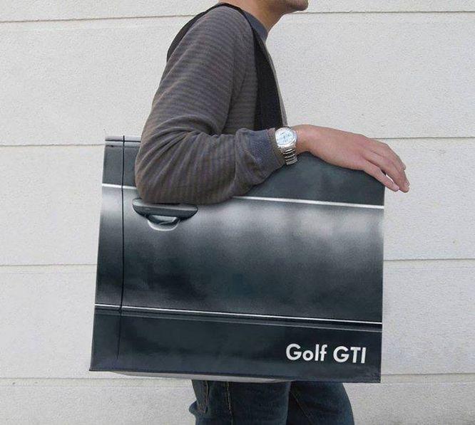 Pomysł na reklamę? Te torebki aż chce się nosić (FOTO)