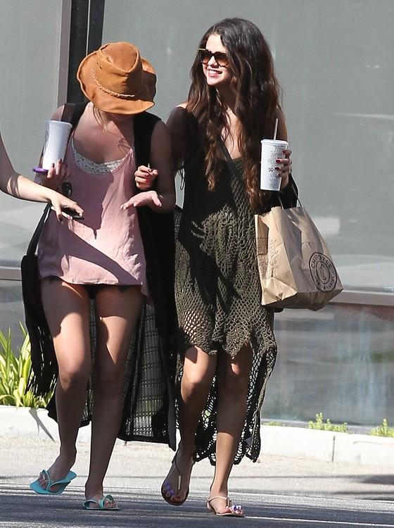Selena Gomez w koronkowej sukience