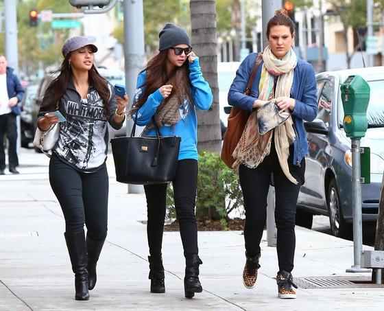 Selena Gomez w oversizowej bluzie