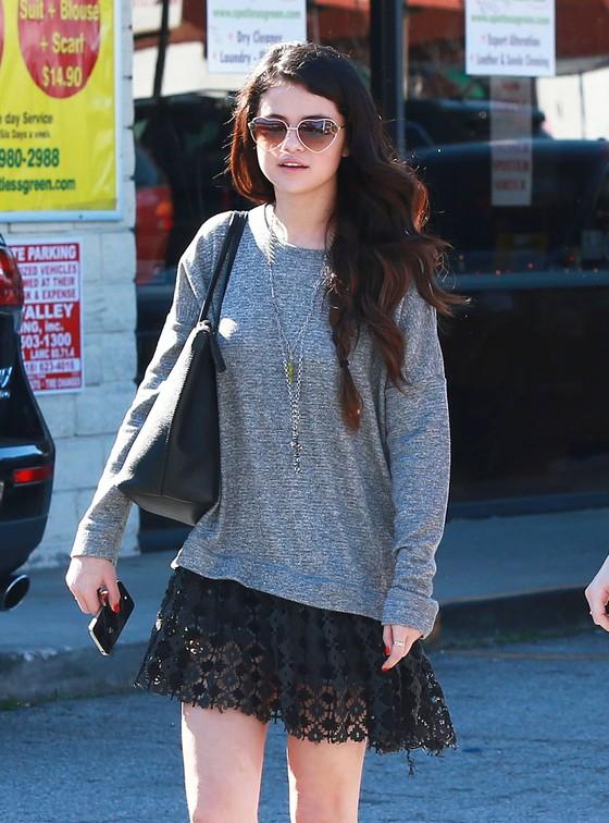 Selena Gomez w koronkowej spódnicy