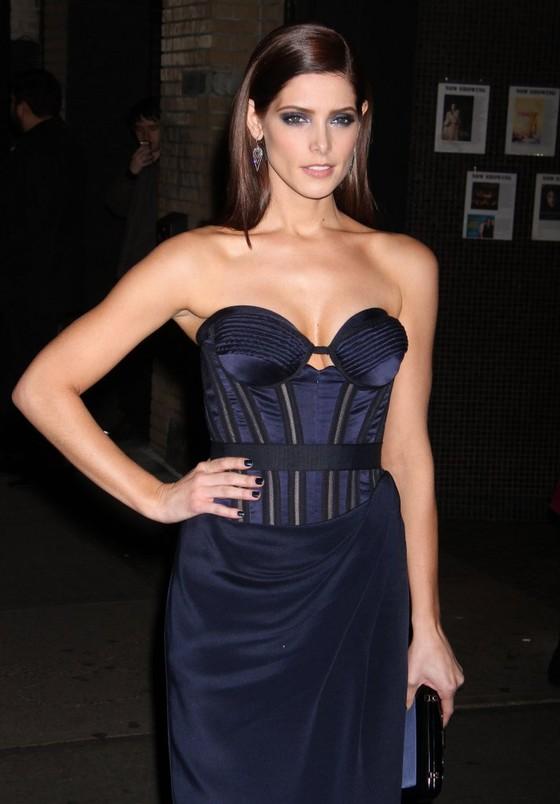 Ashley Greene w granatowej sukni