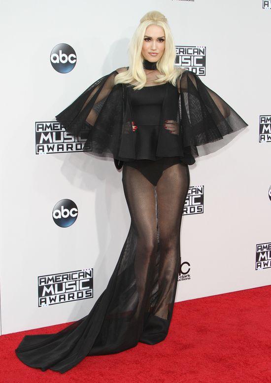 Gwen Stefani na gali AMA 2015 postawiła na odważne prześwity