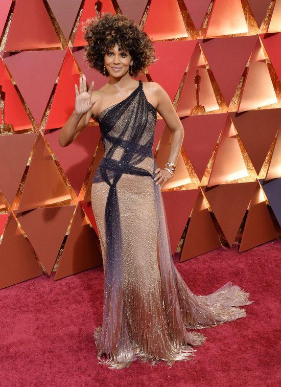 Wow! Oscarowa kreacja Halle Berry to jedna z lepszych w jej karierze (FOTO)