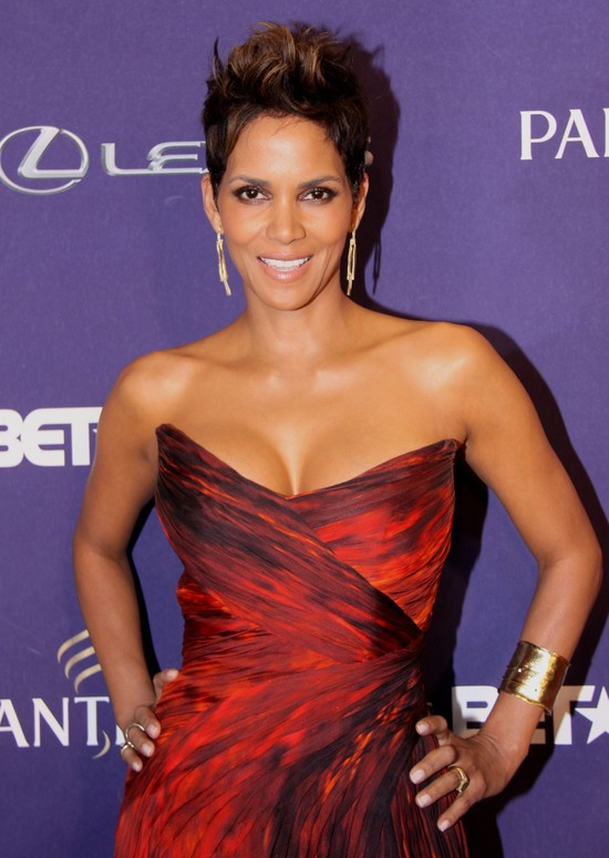 Halle Berry w Monique Lhuillier (FOTO)