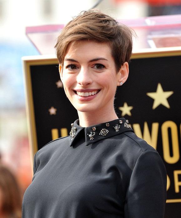 Anne Hathaway na okładce Harper's Baazar