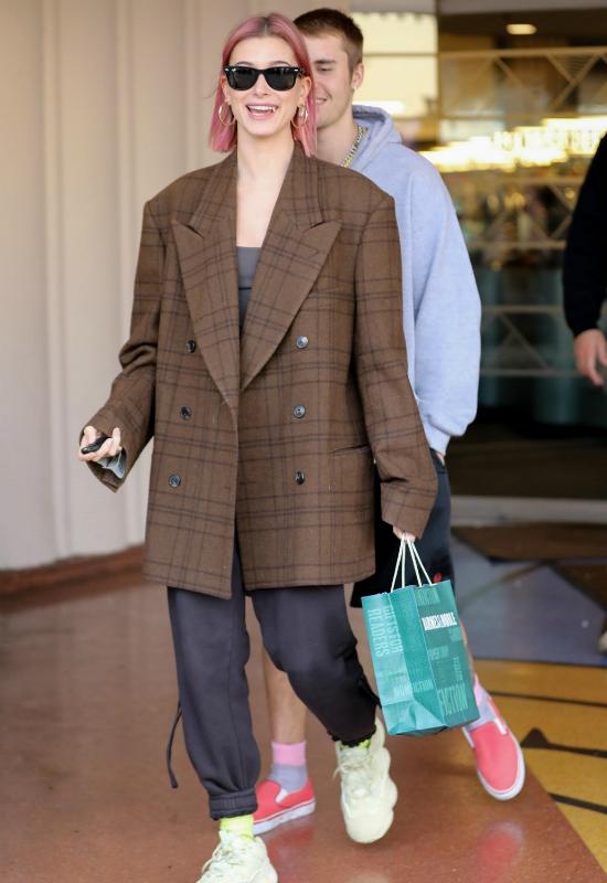 Wygląda na to, że Hailey Bieber nie jest już blondynką. Jak wygląda teraz?
