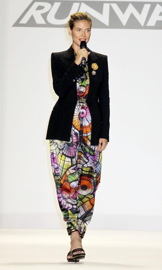 Heidi Klum w kombinezonie z szerokimi nogawkami (FOTO)