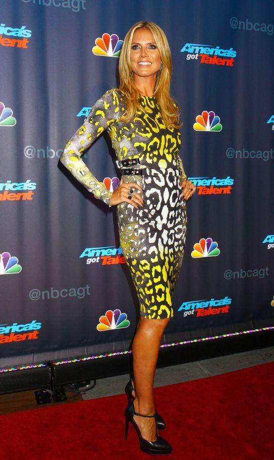 Heidi Klum w panterkowej sukience od Versace