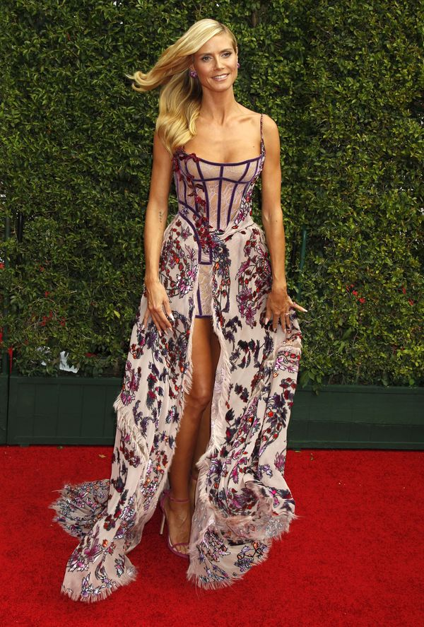 Piękne sukienki maksi - kto nosi je lepiej? (FOTO)