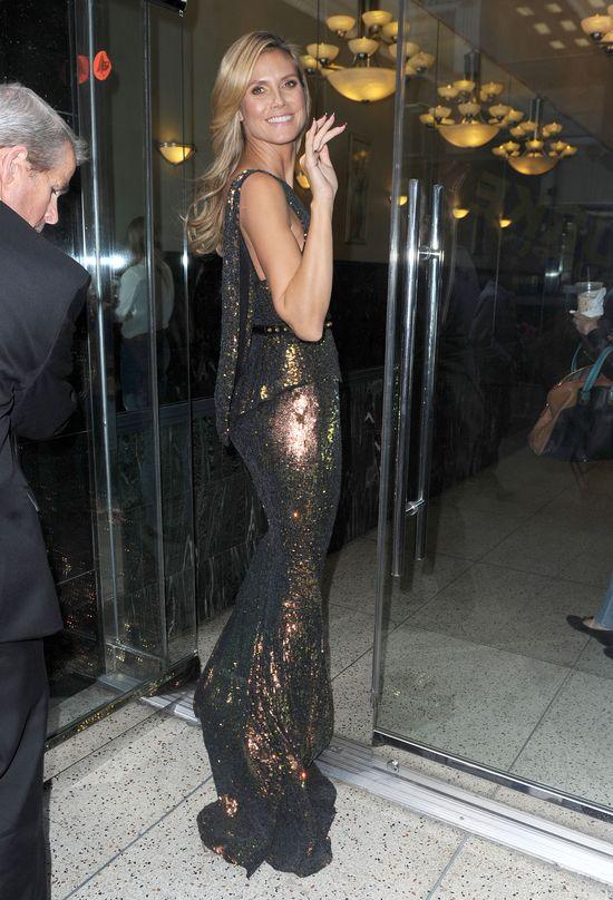 Heidi Klum w cekinowej sukni Max Azria (FOTO)
