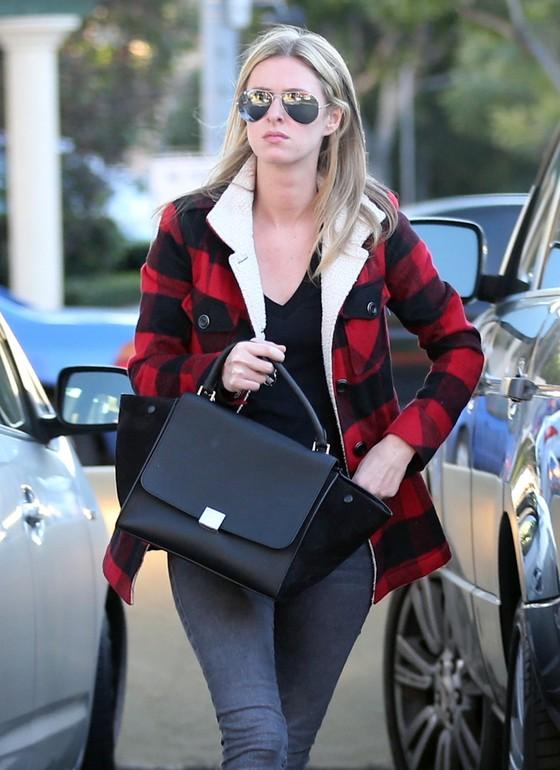 Nicky Hilton w kurtce w kratę