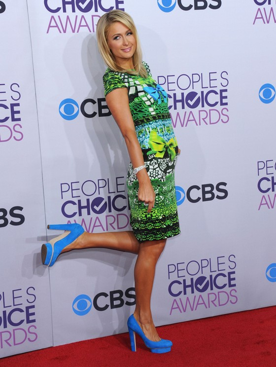 Paris Hilton w kolorowej sukience