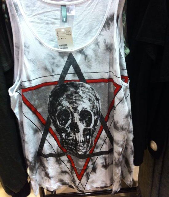 H&M ma problemy przez koszulki z czaszką