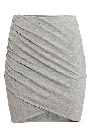 Modna wiosną - Spódnica szara w kilku stylach