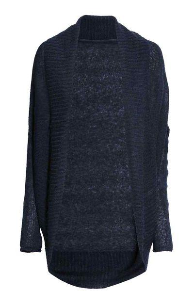 Modne swetry na jesień - Granatowy kardigan w kilku stylach