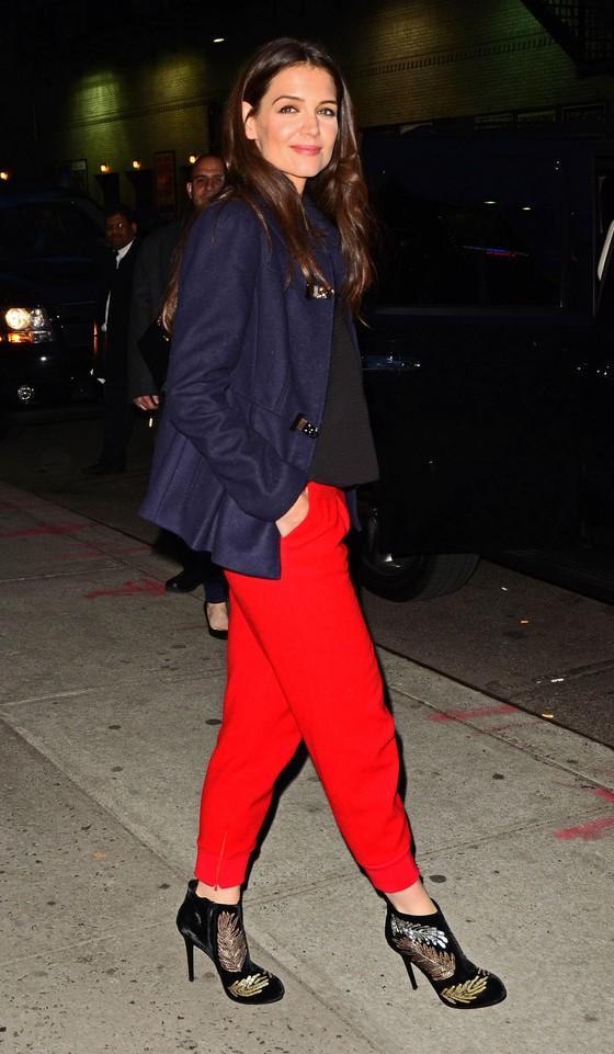 Katie Holmes w dwóch stylizacjach u Lettermana