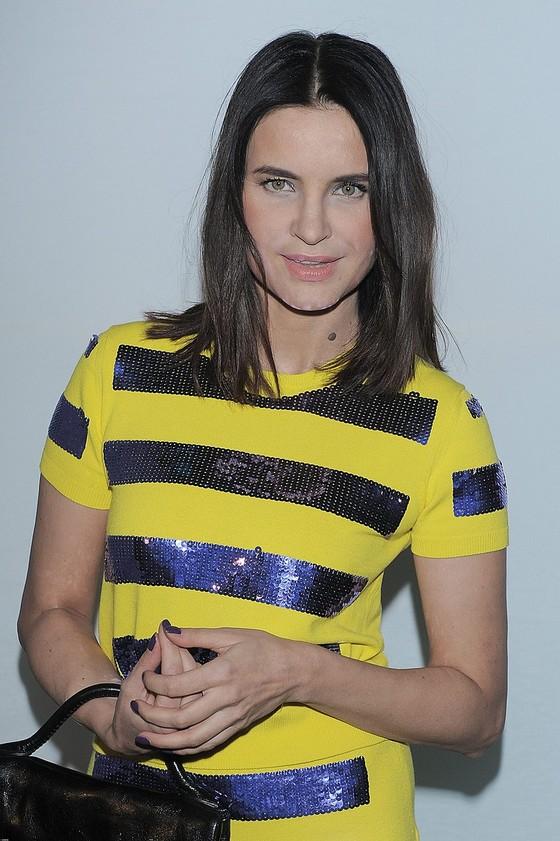 Joanna Horodyńska w żółtej sukience