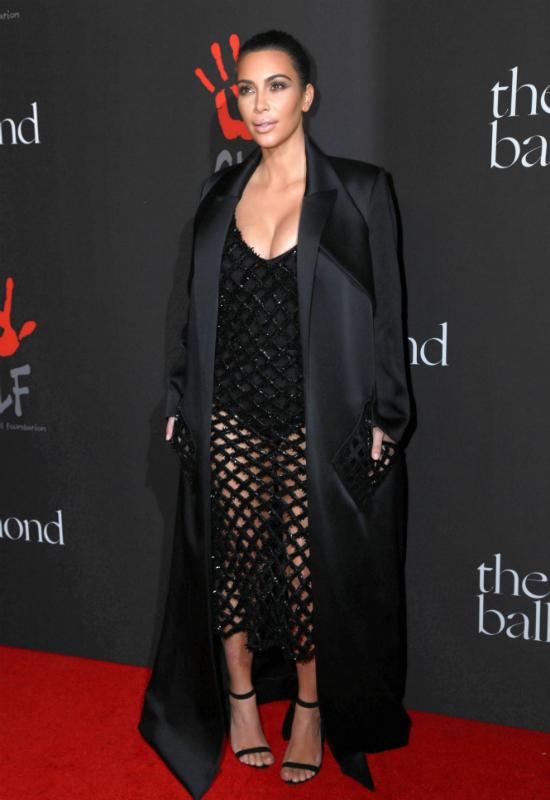 Szok! Kim Kardashian oficjalnie kończy modę na Baking Make-up!
