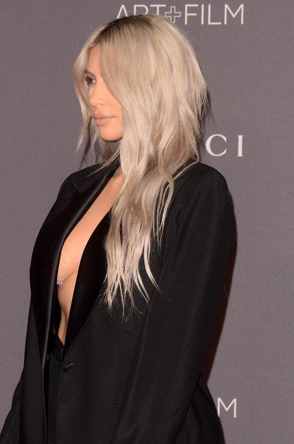 Kim Kardashian zoperowała biust?! Jej piersi są jakby... zdecydowanie mniejsze!