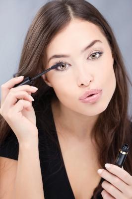 10 tricków przydatnych podczas malowania oczu (FOTO)