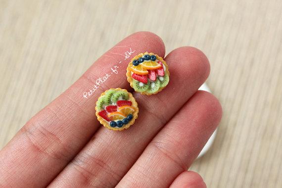 Małe kolczyki w kształcie… rogalików (FOTO)