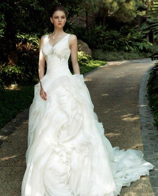 Moda ślubna - przegląd kreacji Madonna Intuzuri (FOTO)