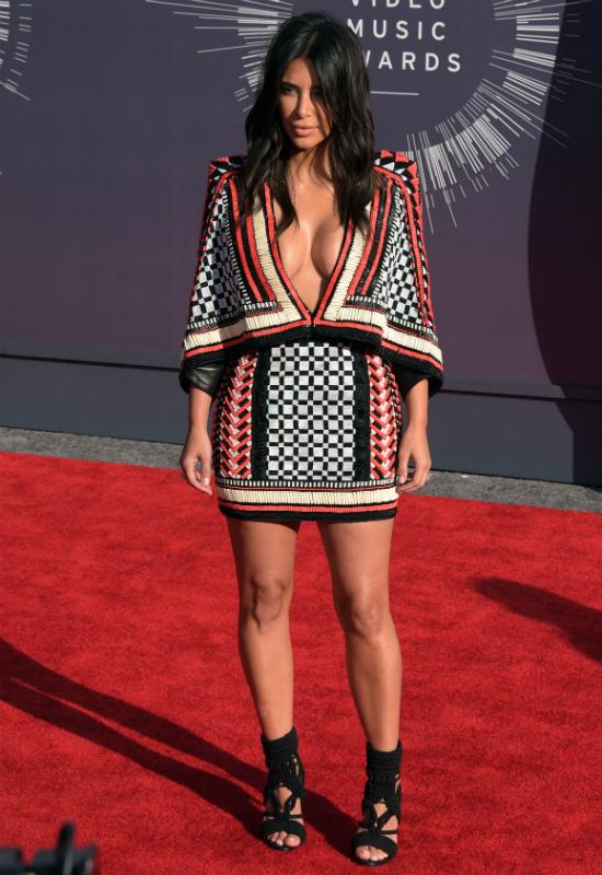 Kto mógł pokazać się w tak skąpym bikini?! Tylko Kim Kardashian! Pokazała...