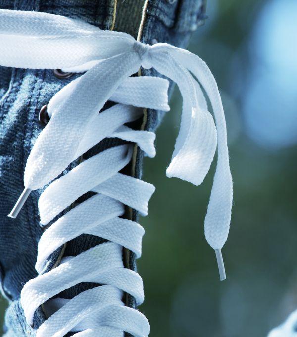 Jak nazywają się się zakończenia sznurówek i do czego służą?