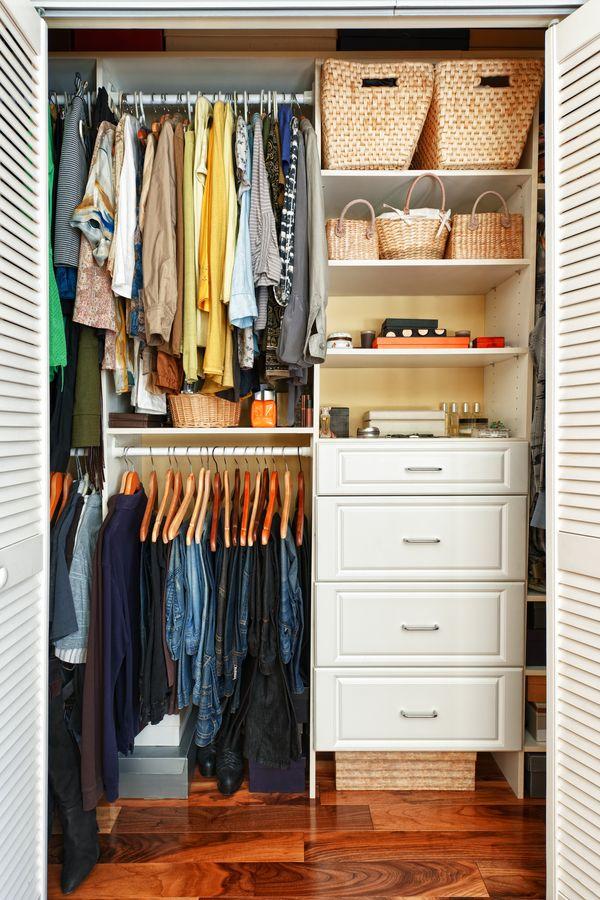 Garderoba kapsułkowa, czyli usuwamy z szafy niepotrzebne ubrania