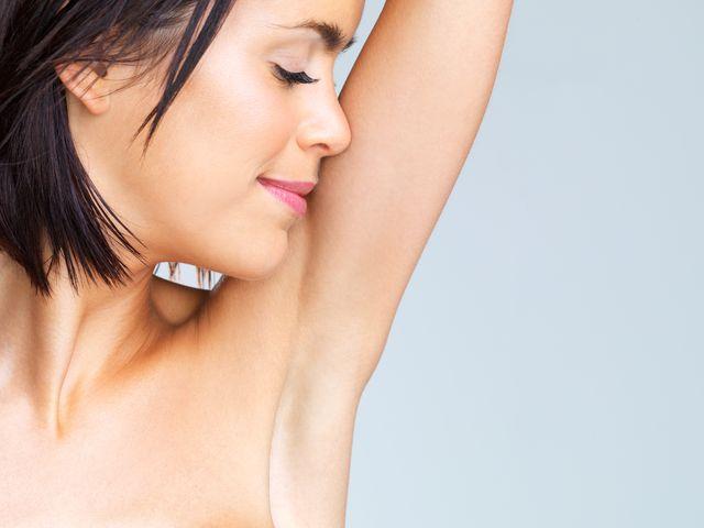 Jak dbać o delikatną skórę pod pachami?