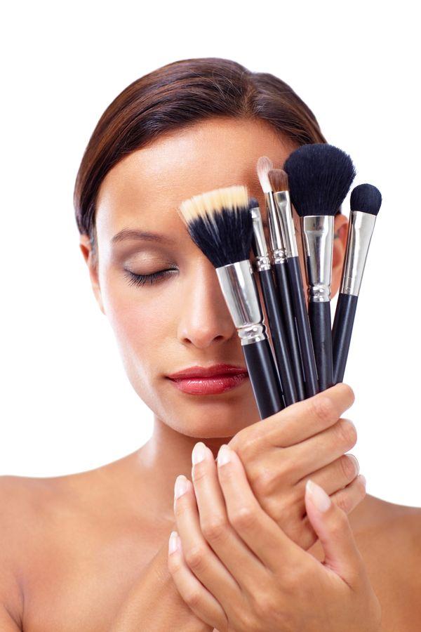 Szybki i skuteczny sposób na mycie pędzli do makijażu