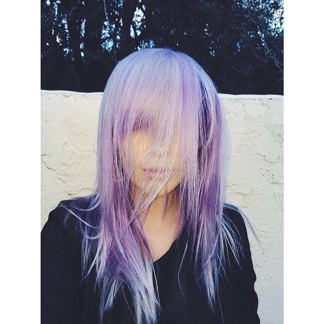 Nowy trend wśród gwiazd - fioletowe włosy (FOTO)