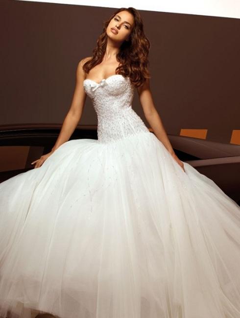 Irina Shayk w kolekcji sukien ślubnych dla Alessandro Angelo