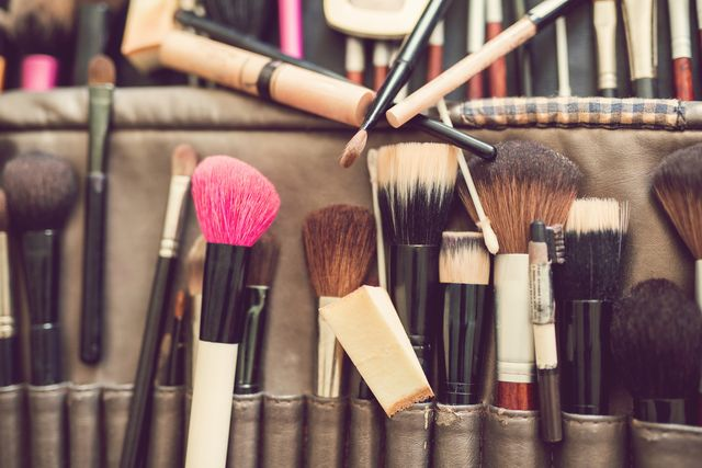 Jak często należy myć pędzle do makijażu i dlaczego to takie ważne?